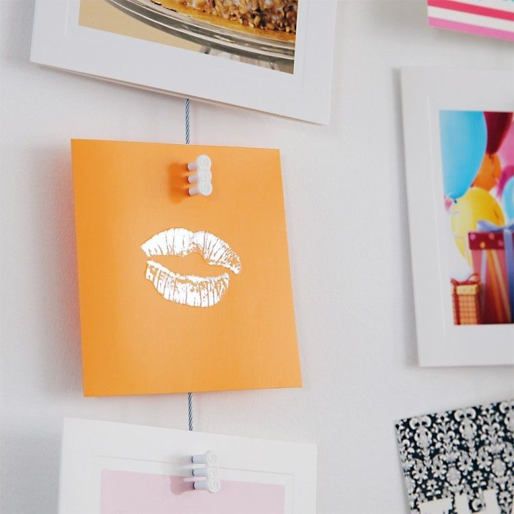 Hanging Kids Art with a STAS magnet set